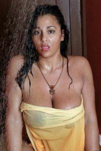 Indian Big Boobs Model Nude Photos HD Taking Bath
