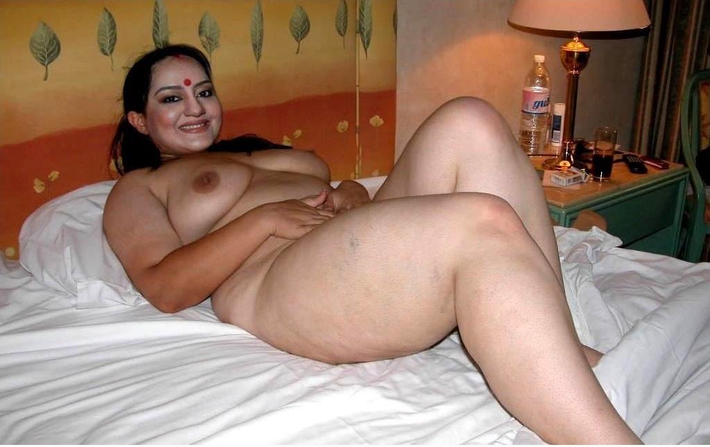 Nude fat girls standing
