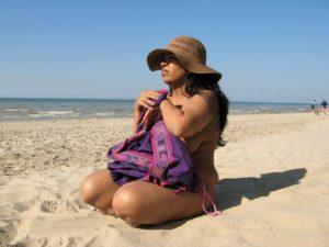 Indian Bhabhi Nude Photo In Pink Bikini