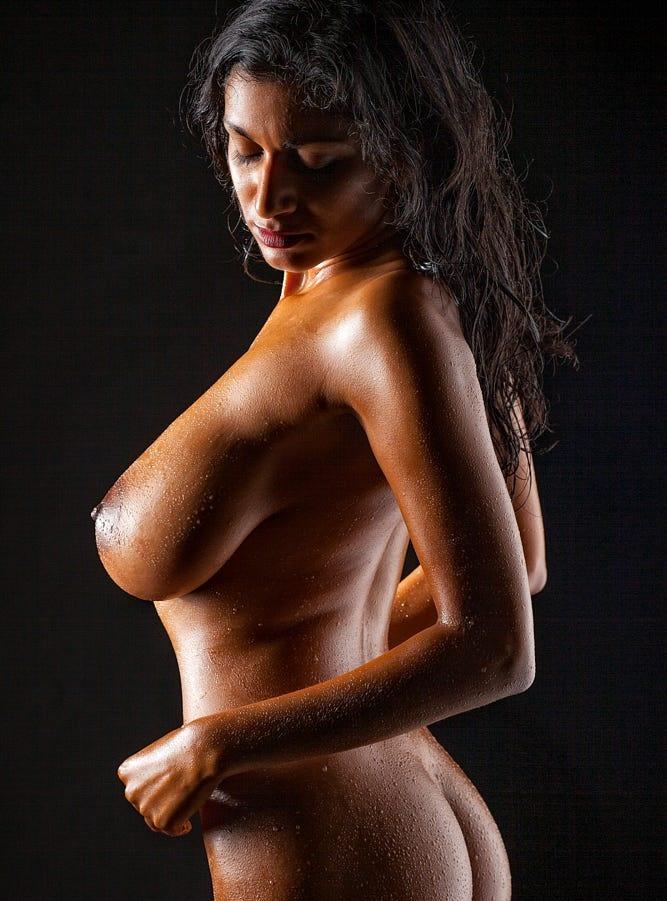 Nangi Girl Photo