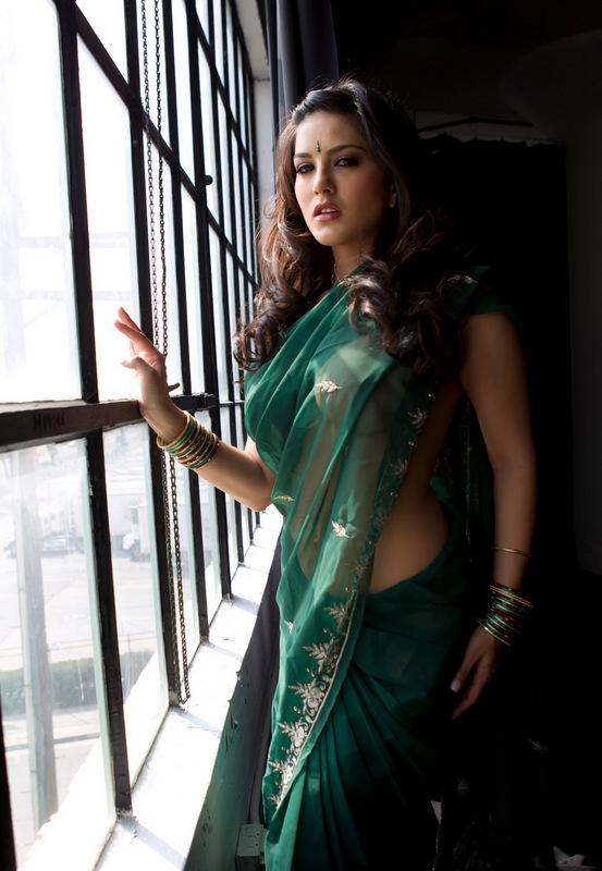 Sunny Leone XXX Photo In A Green Sari Showing Boobs