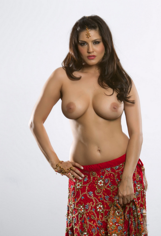 Sunny Leone Xxx Pic In Sari Showing Big Boobs An Pussy-3554