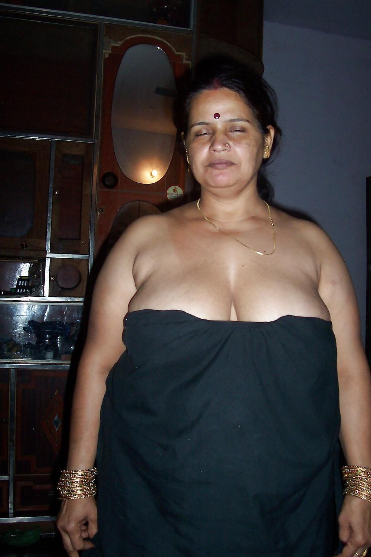 Bolly blast: Soha Ali Khan Bikini Pics,